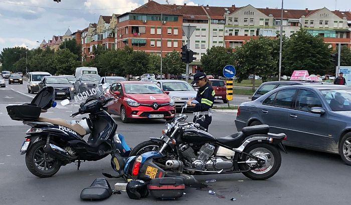 FOTO: Sudar motora na Novom naselju, vozači teško povređeni