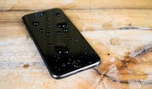 VIDEO: Napravljena tečnost za zaštitu ekrana mobilnih telefona