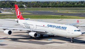 Avion prinudno sleteo zbog naziva internet konekcije