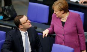 Merkel u vladu uključuje i svog kritičara