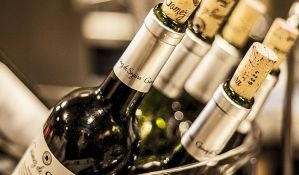 Crno vino pomaže u borbi protiv propadanja desni