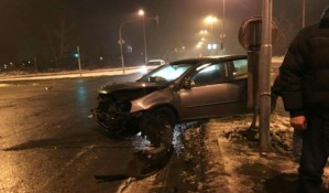 Mladići povređeni u udesima na autoputu i Mišeluku