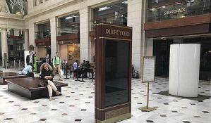 Pornići na ekranima na železničkoj stanici u Vašingtonu