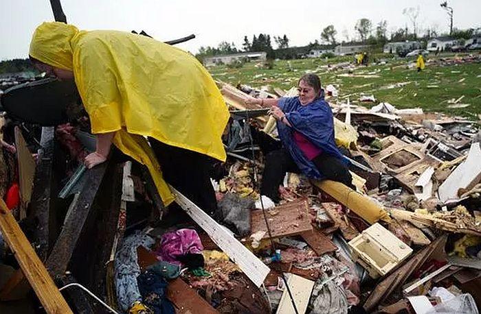 FOTO, VIDEO: Najmanje dvoje mrtvih u naletu tornada u SAD