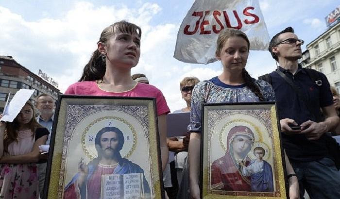 Sveštenici isterivali đavola na ulicama nakon gej parade u Pragu