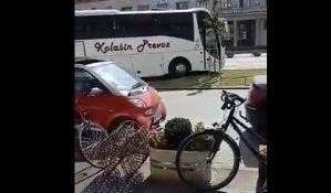 VIDEO: Sa novog stajališta za turističke autobuse na bulevar preko zelene površine