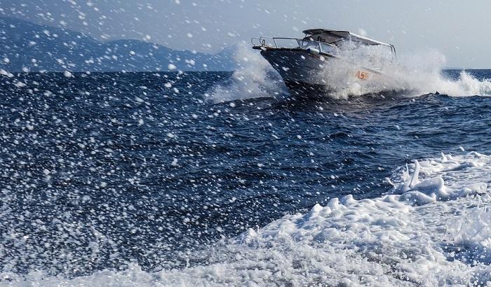 Potonuo motorni brod kod Kalimantana, 28 ljudi nestalo