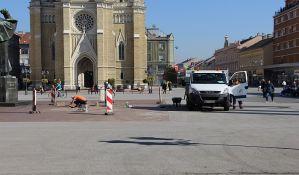 Radnici popravljali pločnik na Trgu slobode