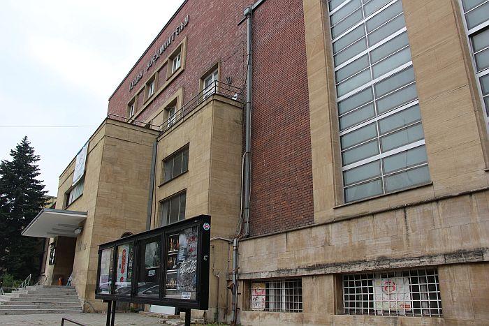 Pozorište mladih mora da vrati otpuštenog glumca na posao
