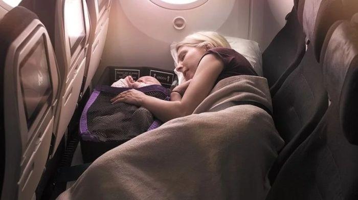 Aviokompanija omogućava roditeljima i deci da u letu uživaju ležeći