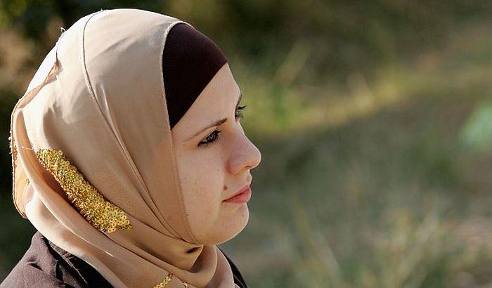 Ponovo protesti zbog zabrane nošenja hidžaba u sudu