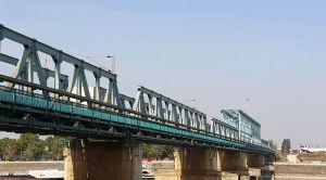 Popravka kolovoza kod drumsko-železničkog mosta u noći između četvrtka i petka