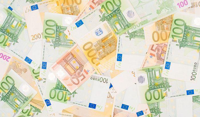 Motociklisti dok se vozio ispalo 1.500 evra i razletelo se po autoputu