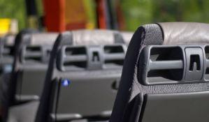 FOTO: Dečaci se vozili 80 kilometara držeći se za dno autobusa