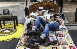 VIDEO: Dan lenjosti proslavili na dušecima i u visećim mrežama