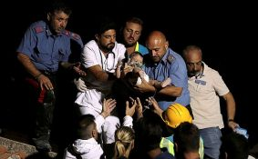 VIDEO: Dva dečaka spasena iz ruševina u Italiji