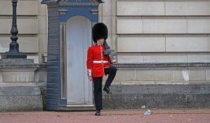 Prvi put žena učestvuje u smeni gardista u Bakingemskoj palati
