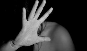 Sin sprečio oca da tuče majku, podneta krivična prijava