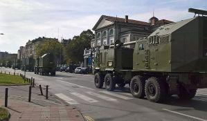 FOTO: Vojska i vojna oprema na Keju, pojedine ulice već zatvorene