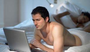 Više od petine heteroseksualnih muškaraca gleda gej porniće