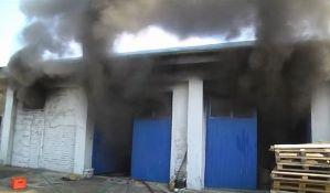 VIDEO: Izgorela kineska fabrika papuča u Jagodini