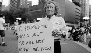 Baka simbol protesta protiv neonacista u SAD