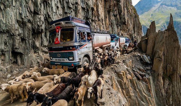 FOTO, VIDEO: Najopasniji putevi na svetu