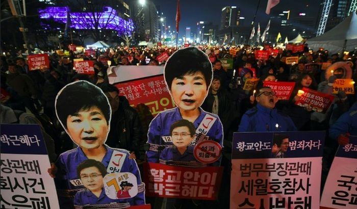 FOTO: Pola miliona Seulaca traži smenu predsednice