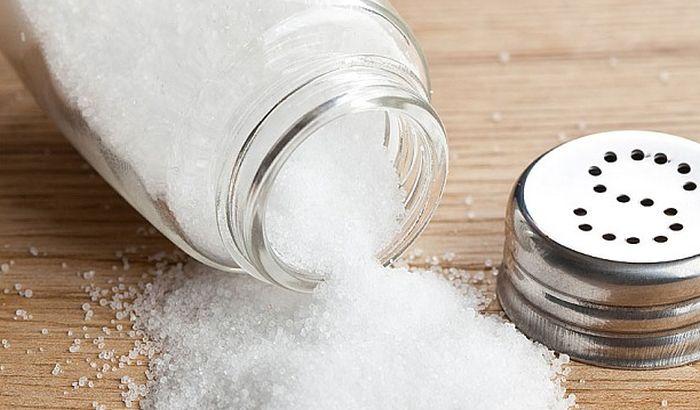 Pet znakova da unosite previše soli