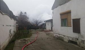 FOTO: Izgorela šupa puna slanine na Adamovićevom naselju