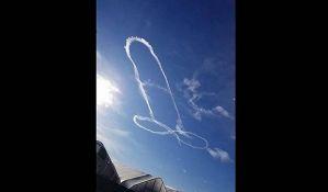 Vojska se izvinila jer je pilot nacrtao penis na nebu
