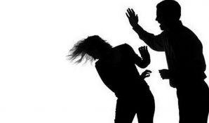 Novosađanin tukao ženu jer je mislio da ga vara i pretio joj odsecanjem glave
