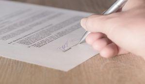 Od sutra sve overe dokumenata kod notara, cene više nego u sudu