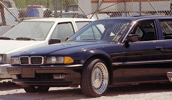 Prodaje se automobil u kojem je ubijen Tupak