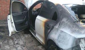FOTO: Zapaljen automobil zamenice načelnika interventne jedinice u Novom Sadu