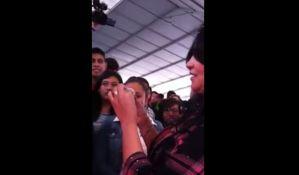 VIDEO: Političarka demonstrirala stavljenje kondoma uz pomoć usta