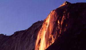 VIDEO: Vatreni vodopad vidljiv samo nekoliko minuta tokom godine