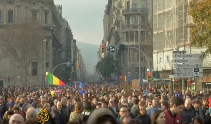 VIDEO: Masovne demonstracije u Barseloni, traži se veći prihvat izbeglica