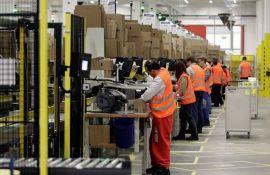Amazon odgovorio na optužbe da eksploatiše radnike - podelio im čokoladice