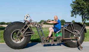 Gradi džinovski bicikl za svetski rekord