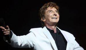 Legendarni pevač u 74. godini priznao da je gej