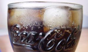 VIDEO: Evo šta se dešava sa Koka-kolom u vašem želucu