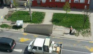 FOTO: Srušilo se autobusko stajalište i povredilo ženu