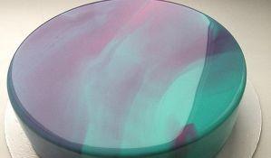 VIDEO: Prelepa torta čija je površina uglačana kao ogledalo