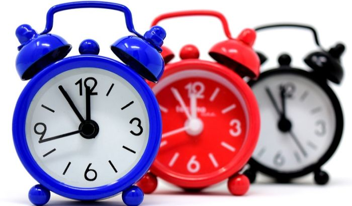 Škole uklanjaju analogne satove jer đaci ne znaju da gledaju na njih