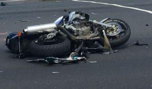 Motociklista poginuo u udesu na ulazu u Kać