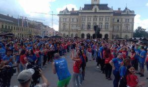 FOTO: Maturanti plesali na Trgu slobode