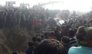 VIDEO: Sudar školskog autobusa i kamiona u Indiji, poginulo 24 dece