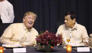 VIDEO: Predsednik Filipina pevao na večeri po naređenju Trampa