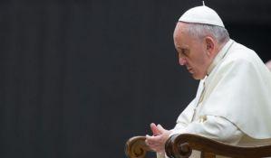 Vatikan zabranjuje štampanje lika pape Franje na majice i peškire